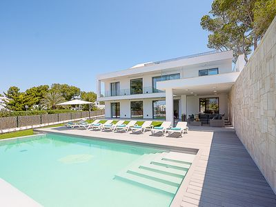 Photo for 4 bedroom Villa, sleeps 8 in Cala d'Or with Pool and Air Con