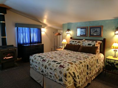 Queen bed, gas fireplace