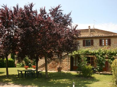 Photo for Wonderful private villa for 8 people with WIFI, TV, pets allowed and parking, close to Cortona
