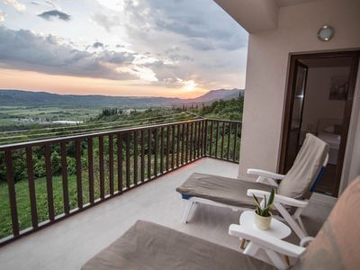 Photo for Spacious apartment, private terrace in the countryside, free Wi-Fi and parking