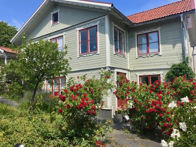 Photo for Archipelago villa with sea views in central Vaxholm