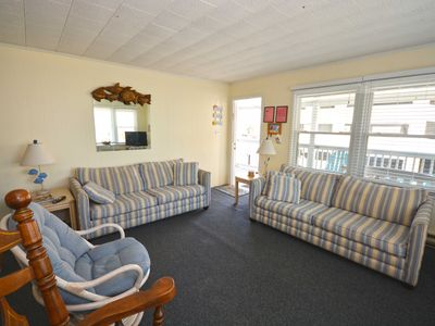 Quaint 3-Bedroom Condo with Netflix and WiFi that Sleeps Up to Twelve People Located Just a Short Walk to the Beach!