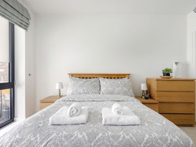 Photo for Bright & comfy apartment in Canary Wharf O2 Excel