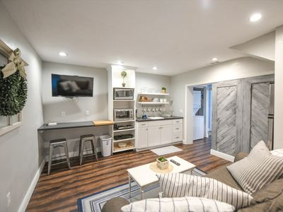 """Photo for """"Pelican's Nest"""" Guest Suite Near Pinecraft Great for Small Family, 2-car Garage"""