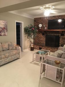 Birds & Blooms Vacation Retreat/ Budget Friendly Vacation Home- W-Country Charm