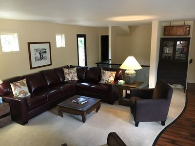 Comfortable living area with fireplace, TV and stereo with bluetooth