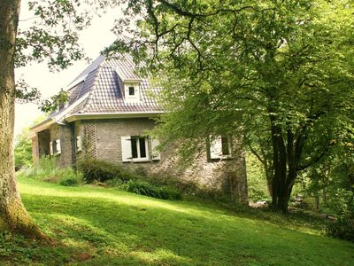 Photo for Superb cottage perched on a hill near the village of Falaen.