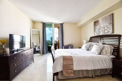 Pleasing Beautiful Asian Retreat 2Bd 2Bth Apt Min To Beach Sunny Isles Home Interior And Landscaping Ologienasavecom