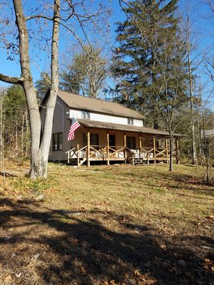 Warm & inviting,  Family oriented cabin on the creek.