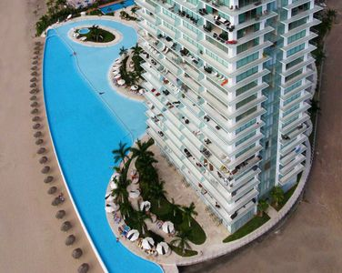 The largest pool /wading pool in PV