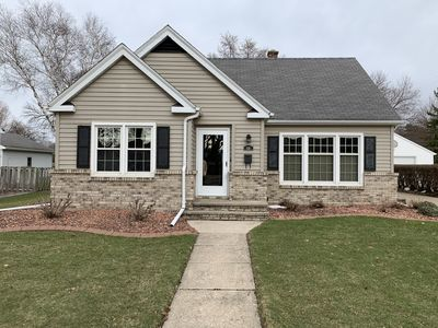 Photo for Spacious, Clean and Comfortable 5 bedroom home near EAA.