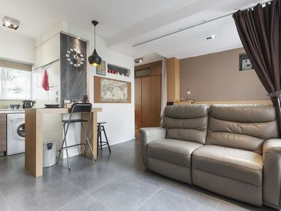 Photo for Luxury Studio-1BD 5 min MTR & 15 min CBD
