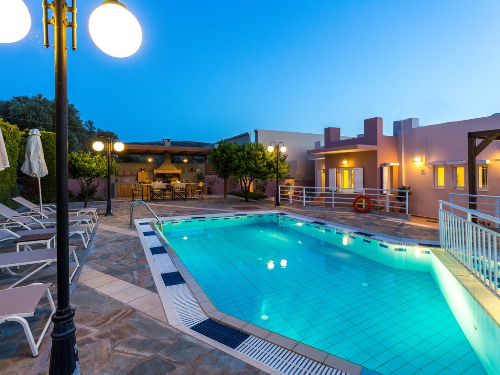 1 km from a sandy beach and restaurants private pool for Pool garden restaurant