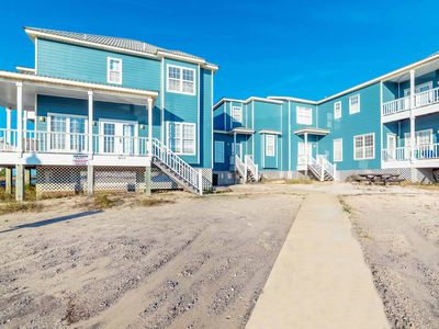 Photo for Gorgeous Four Bedroom Home in Fort Morgan! Stay Close to the Beach!