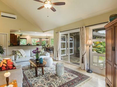 Gorgeous Tropical Garden Home in Paradise ~ AC ~ BBQ & BIKES ~ Newly Renovated