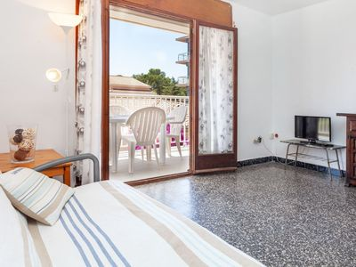 Photo for Beautiful apartment for 6 guests with TV, balcony and pets allowed