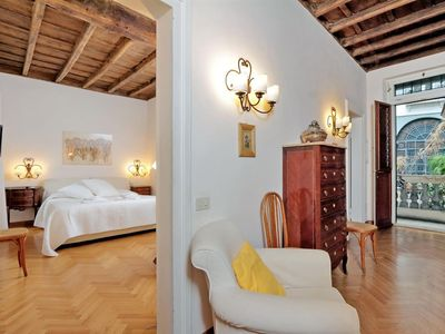 Photo for Monte Pietà, elegant and inviting apartment in the very heart of Rome, overlooks the inner courtyard