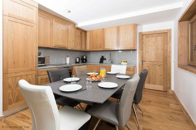 Well-equipped modern kitchen / dining area