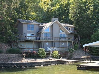Beautiful Lakefront Home ~ 4BD / 3 Master Suites ~ Outstanding Lake Views!