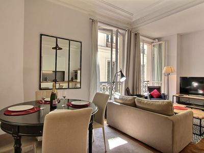 Photo for 2 BD/1 BTH 5 minutes from LOUVRE MUSEUM central & ideal to visit the city!