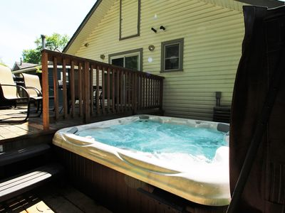 Beebalm Cottage - Water fun, here we come...hot tub AND close to the beach!