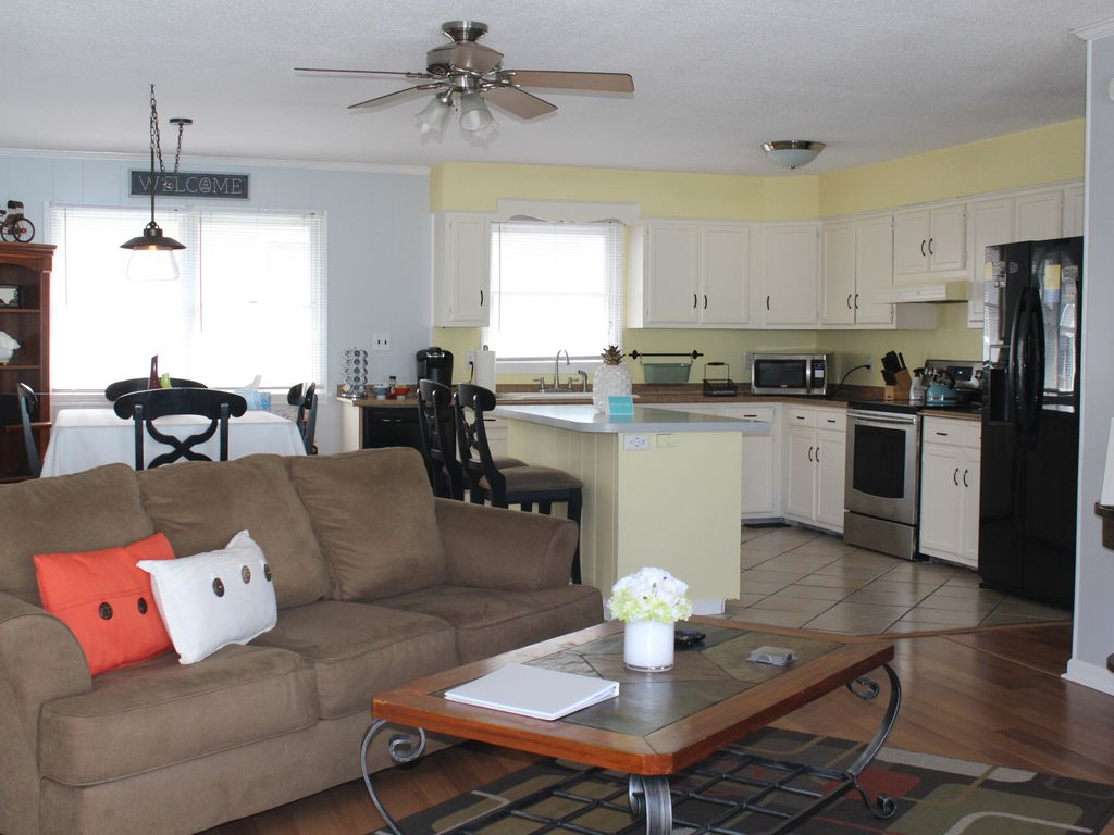 Pet Friendly 3 Bedroom Upstairs Apartment O Vrbo