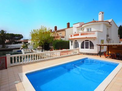 Photo for House on canal, 8 pers, private moorings, swimming pool and wifi