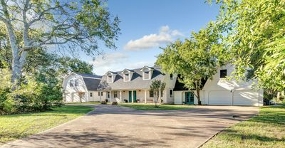 Photo for Luxury Accomodation 2 Miles From Texas A&M University
