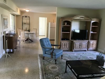 LOCATION South Gate: Dog Friendly: 10 MIN  to Siesta Beach; Walk to all shopping