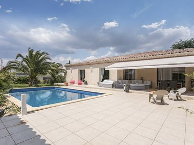 Photo for Family villa 6 people, 10 minutes from Béziers, air-conditioned, swimming pool, summer kitchen