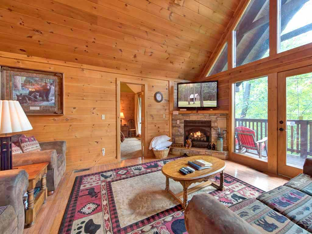 Above the clouds 4 bedrooms sleeps 18 pool access for Gatlinburg cabins with fishing access