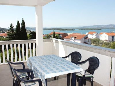 Photo for One bedroom apartment with terrace and sea view Murter