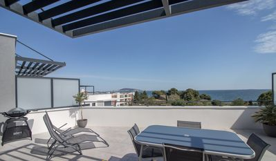 Photo for Beautiful rooftop / top floor apartment - pond view Thau and Sète