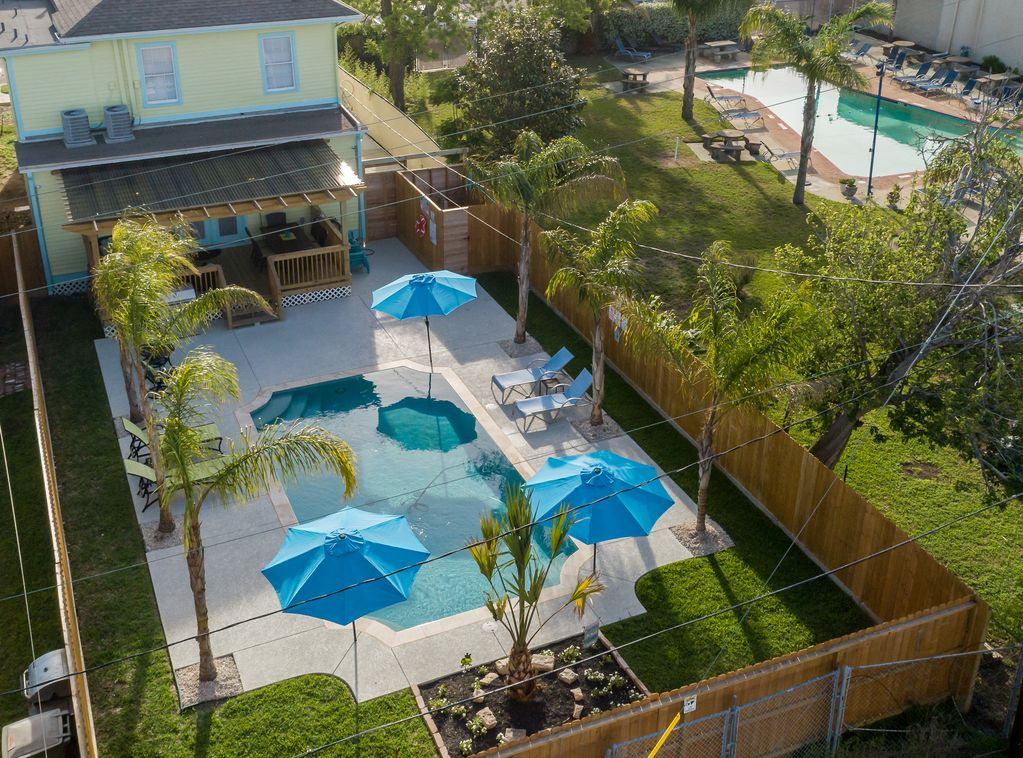 SWIMMING POOL, GAS GRILL, LARGE DECK, PARKING, AND PING PONG! - San Jacinto