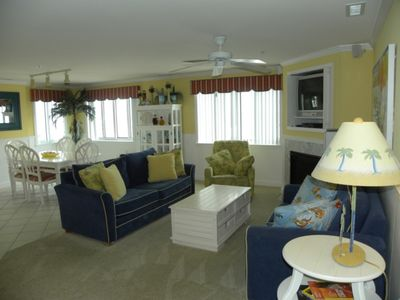 Ocean Views, 3 BR, 3 Bath, Jacuzzi Tub, Indoor pool, sauna and gym! Private rooftop deck!