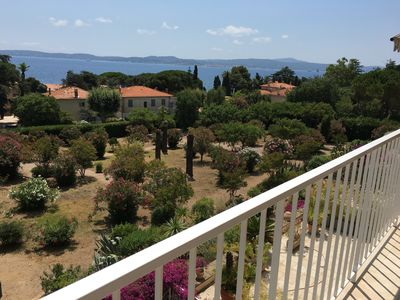 T3: view of the garden and Saint-Tropez