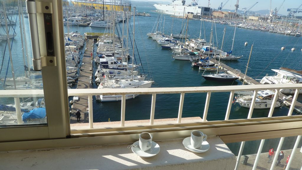 Magnifique t2 design sur le port de toulon toulon for Appartement design t2