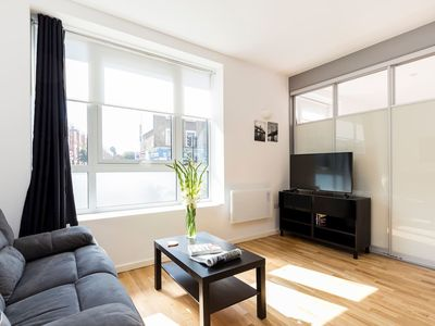 Photo for Modern 1BR flat steps away from Archway tube