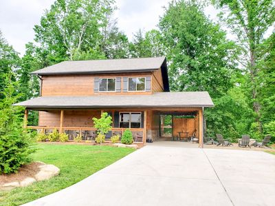 Luxurious cabin just minutes from Rocky Top Sports and the national park!
