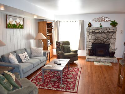 Photo for Beautiful mountain condo with open concept kitchen, close to Canyon Lodge