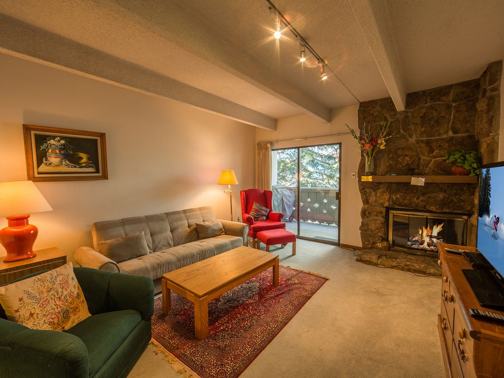 1 bedroom 2 bath condo in vail village homeaway vail for Bathroom 4 less review