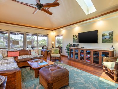 Photo for Beautiful 4 bedroom home, AC, sleeps 8, steps to many beaches and restaurants!