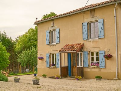 Photo for Traditional French House with pool and Wi Fi sleeps 6/8