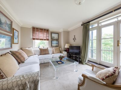 Photo for Holland Park Avenue(IVY LETTINGS). Fully managed, free wifi, discounts available