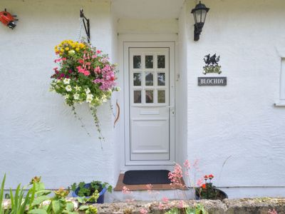 Photo for Lovely apartment for 5 guests with WIFI, TV, pets allowed and parking