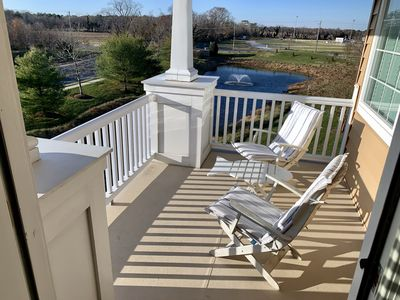 Photo for Spectactular End-Unit Townhome, Sleeps 12, Pond & fountain!