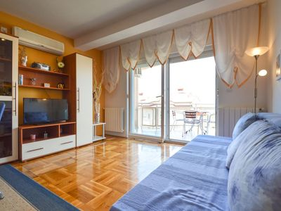 Photo for Apartment in Pula with Parking, Washing machine, Air conditioning, Terrace (133903)