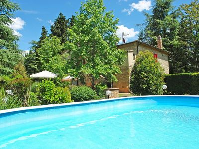 Photo for Lovely apartment with private pool, hot tub, WIFI, TV and parking, close to San Gimignano