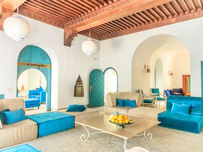 Photo for Beautiful 9 bedroom villa in the golden triangle of the palm grove