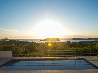 Photo for Sunset Villa with pool & sea views